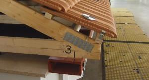 Testare la cutremur  sarpanta cu ferme din lemn asamblata cu placi multicicui mitek